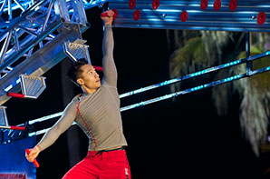 Hoan-on-American-Ninja-Warrior-thumb